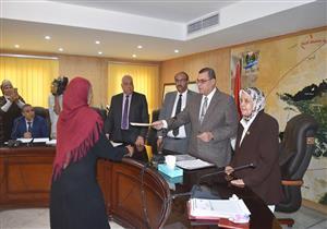 """تسليم شهادات """"أمان المصريين"""" لسيدات معيلات غير قادرات في الفيوم"""