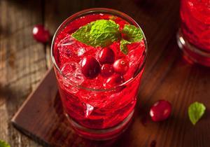 التوت الأحمر عصير لذيذ وغني بالفوائد الصحية