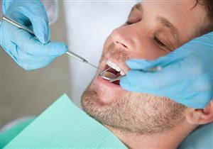 ما أنواع مواد التركيبات التجميلية للأسنان؟