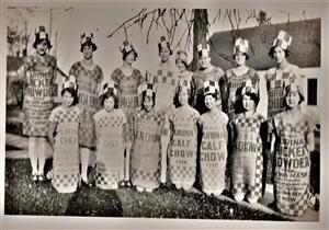 بالصور- بدأت بأكياس الطحين وقبعات الطيور.. تعرف على تاريخ الموضة