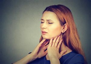 يبدأ بتغير نبرة الصوت.. هذه أعراض سرطان الحنجرة
