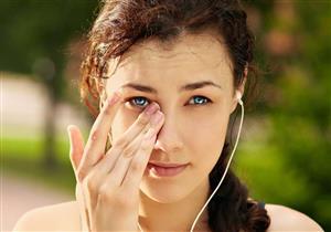 ما مخاطر نمو الرموش داخل العين؟