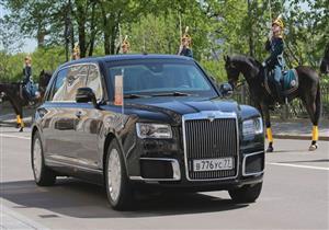 """محمية من الـ""""RBG"""" والهجوم البيولوجي.. سيارة """"بوتين"""" الخارقة: يقود منها حربا كاملة"""