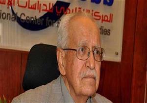 """""""أبوغازي"""" و""""عثمان"""" و""""عبدالفتاح"""" يتوافدون على عزاء المفكر قدري حفني"""