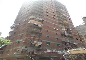 بالصور- إزالة عقار مخالف مكون من 17 طابقًا بالإسكندرية