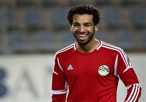 """الفنان محمد مجدي يهدي صلاح أغنية """"حلمنا"""" قبل انطلاق كأس العالم - فيديو"""