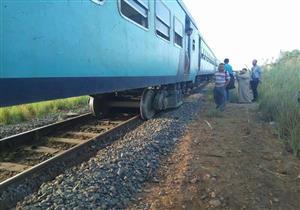 """بالصور- خروج عربتان من قطار """"بورسعيد - القاهرة"""" عن القضبان"""