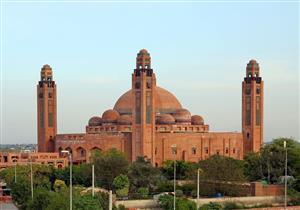 بعضها يعود إلى ألف عام.. مكتبة نادرة بالمسجد الكبير بباكستان تضم عشرات المخطوطات