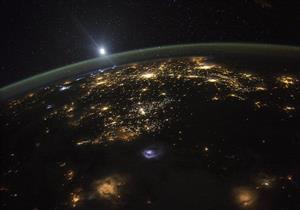 100 مليار دولار نصيب الفرد من ثروة هائلة في الفضاء