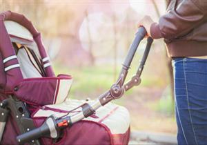 قد تسبب إعاقة الدماغ.. دراسة تحذر من خطورة استخدام عربات الأطفال