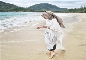 للمحجبات.. فساتين صيفية منعشة لإطلالتك على الشاطيء في العيد