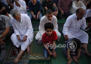 """بالصور- في العيد.. الصلاة بـ""""تيشيرت"""" وعلم مصر"""