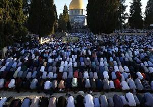 بالصور.. الملايين يؤدون صلاة عيد الفطر بالأماكن المقدسة