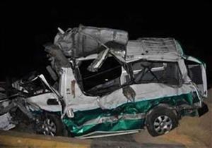 """مصرع اثنين وإصابة 13 في انقلاب ميكروباص على طريق """"قنا - سوهاج"""""""