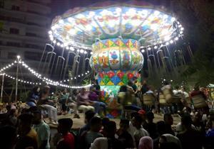 بالصور- آلاف المواطنين يحتفلون بثالث أيام العيد في المنصورة