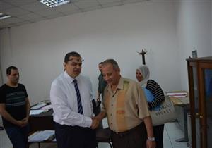 وزير القوى العاملة يشرف على تسليم استمارات تقييم الانتخابات العمالية -صور