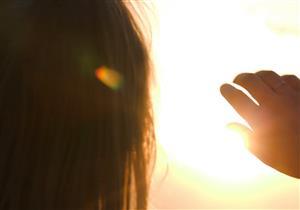 الشمس قد تسبب حرق القرنية.. هكذا تقي نفسك