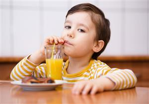 العصير ليس الأفضل للأطفال.. هذه أضراره على صحة طفلك