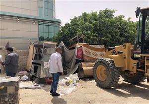 """""""القاهرة الجديدة"""" تنفذ حملة لإزالة الإشغالات ورفع العدادات من المحال المخالفة"""