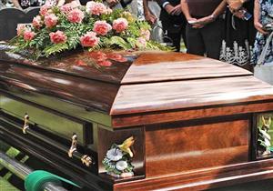 هل يجوز رفع الصوت بقراءة القرآن والذكر أثناء تشييع الجنازة؟