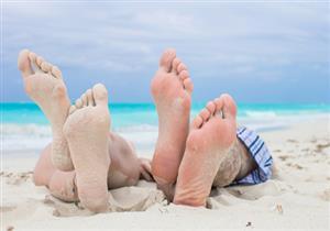في إجازة الصيف.. عادة تساعدك على التخلص من فطريات القدم