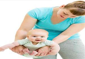 بالصور-تمارين للأم مع مولودها لإعادة رشاقتها البدنية.. تعرف عليها