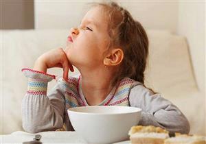 """الأكل """"بدافع انفعالي"""" سلوك يتعلمه الأطفال"""