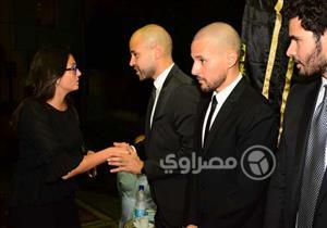 """بالصور- مريم أمين وبشرى وطاهر أبو زيد يواسون """"أبو"""" في وفاة والده"""