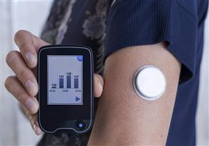 «FDA» توافق على سينسور لقياس الجلوكوز بالهاتف