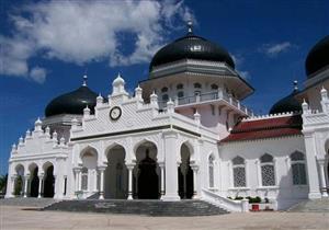 """مسجد له قصة عجيبة.. """"بيت الرحمن"""" بناه الهولنديون وقاطعه الإندونيسيون فأصبح رمزًا للمقاومة"""