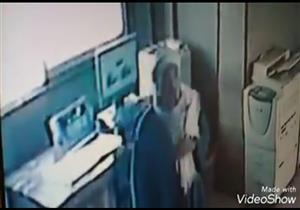 """الصعيدي المزيف.. سخر من حصيلة سرقته فسقط في قبضة الشرطة: """"مفيش غير 200 جنيه"""""""