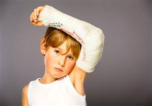 تعرف على الإسعافات الأولية لكسر الكوع في الأطفال