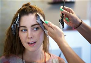 لمرضى الصدفية.. هكذا يمكنك استعمال صبغات الشعر