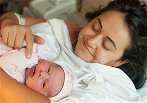 طرق تخفيف ألم عملية شق العجان بعد الولادة الطبيعية