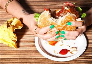 عادات غذائية شائعة تسبب التلبك المعوي.. توقف عنها فورا