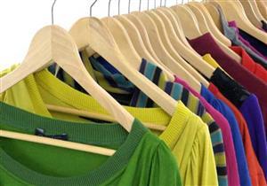 """3 خطوات لـ""""غسل الملابس المصبوغة"""" كي لا يتغير لونها- فيديو"""
