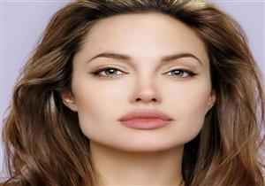 بالصور-أنجيلينا جولي بإطلالة ملكية تشبه ميجان ماركل ..من الأجمل؟