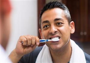 كيف تنظف أسنانك بطريقة صحيحة؟.. الفرشاة وحدها لا تكفي