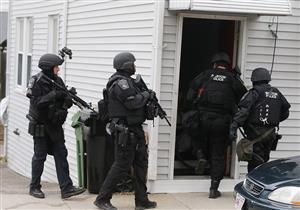 """القبض على أمريكي بتهمة إجبار جيرانه على """"تنظيف منزله"""""""