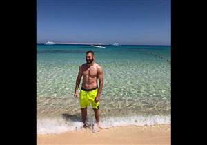 بالصور| كريم بنزيمة يقضي نهار رمضان على شواطئ الغردقة