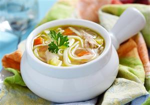 المكرونة بالخضروات.. شوربة صحية ولذيذة على مائدتك