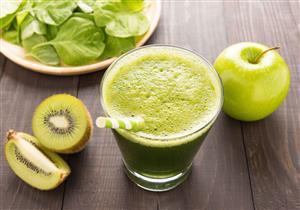 التفاح الأخضر بالكيوي عصير مميز وغني بالفوائد