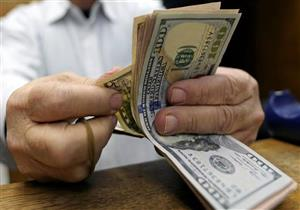 الدولار ينخفض أمام الجنيه في 7 بنوك مع نهاية التعاملات