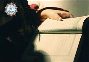 هل يجوز كشف المرأة رأسها أثناء قراءة القرآن؟