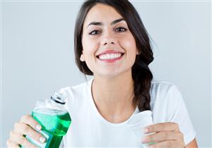 المشروبات الغازية والحمضية قد تسبب تآكل الأسنان.. هكذا تحميها