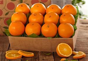 تناول برتقالة واحدة يوميًا يحمي عينيك من هذا المرض