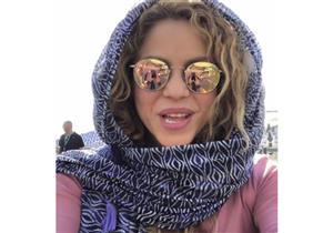 فيديو ـ شاكيرا تظهر بالحجاب وولداها يتحدثان العربية بعد وصولهما لبنان