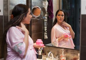 هل تضر مستحضرات التجميل وصبغات الشعر الحامل؟