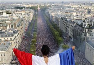 بالصور- شاهد كيف تحول احتفال الفرنسيين بكأس العالم إلى دمار!ِ