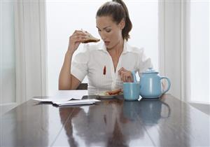 منها إزالة القهوة واللبان.. 4 حيل تساعدك على التخلص من البقع الصعبة